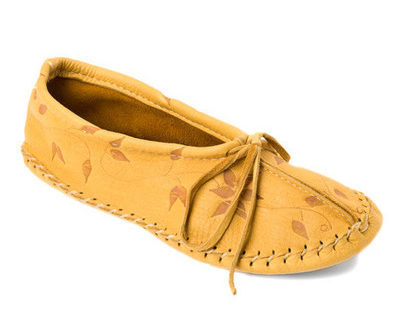 Deerskin_Slipper_Flower_Design_Tan