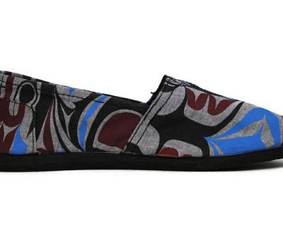 Raven_&_whale_canvas_shoe